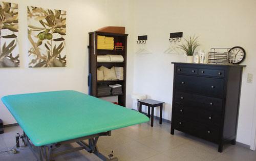 """In den hellen und freundlichen Räumen wird den Patienten bei """"Therapie Voss & Prante"""" sowohl im Bereich der Physiotherapie als bei Ergotheraoie und Logopädie weitergeholfen."""